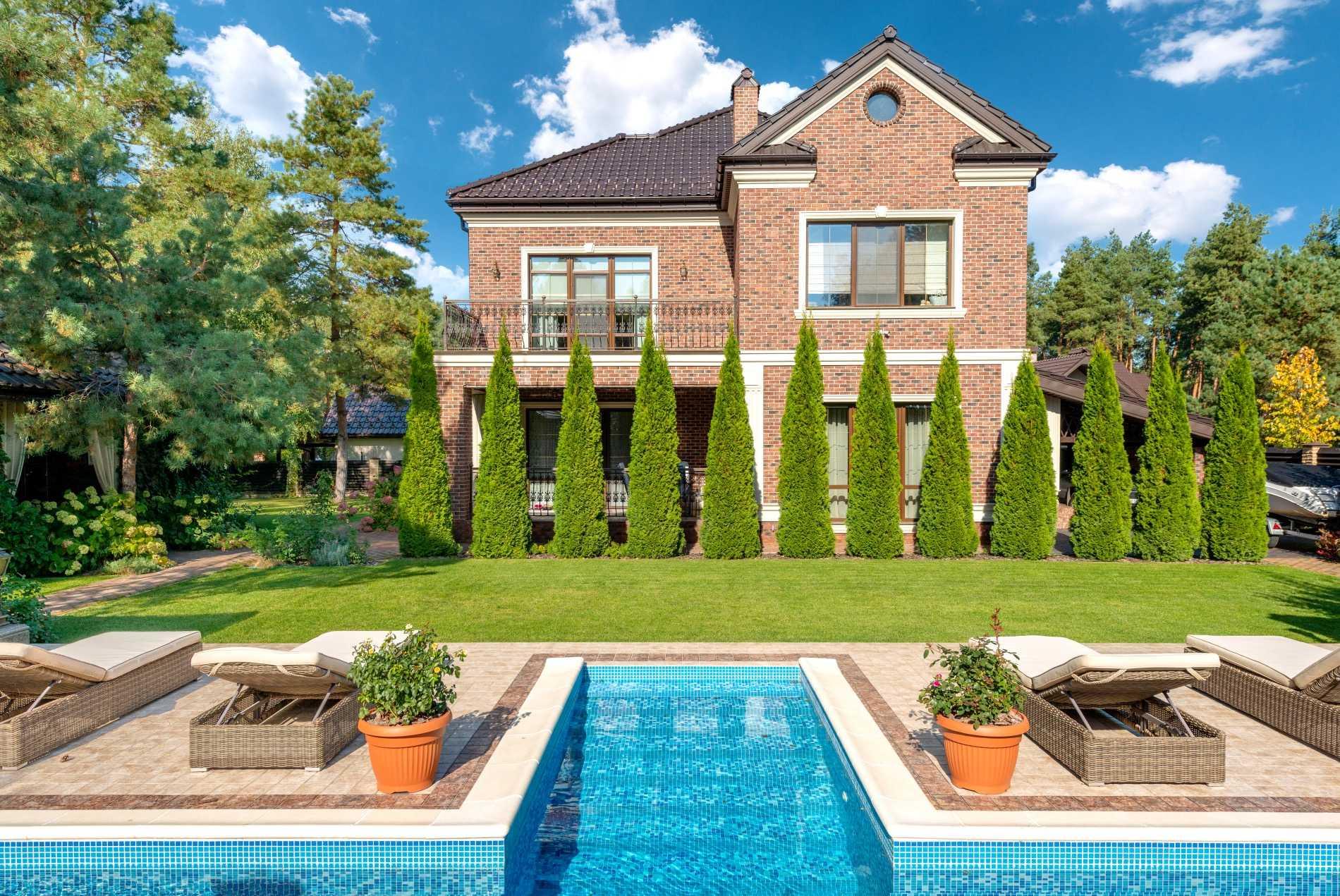 luksuzne nekretnine slika bazena i luksuzne parcele